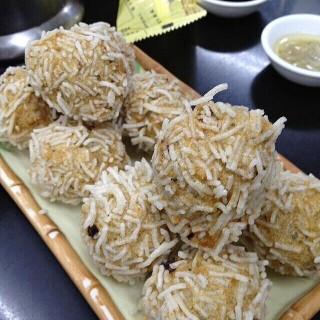 炸鯪魚球 - ใน沙梨頭 จากร้านLuk Kee Noodle (沙梨頭)|มาเก๊า
