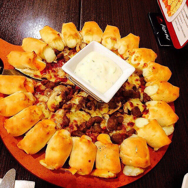American Favorite Cheesy Bites Pizza Hut Family