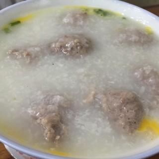 牛肉丸粥 -  dari Sam Un Loja de Canja (新馬路) di 新馬路  Macau