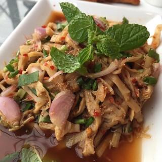 ซุปหน่อไม้ -  dari Zaab อีลี่ (คลองตันเหนือ) di  |Bangkok