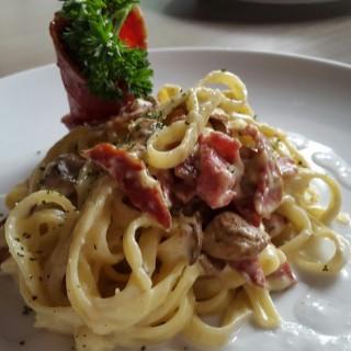 fettucini carbonara -  dari Ellexito Eatery and Pastry (Kemang) di  |Jakarta
