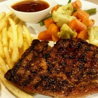 sirloin steak (medium well) with BBQ sauce - ในPuri Indah จากร้านStevan Meat Shop (Puri Indah)|Jakarta
