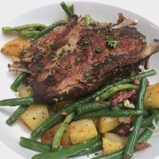 Duck Confit with green beans, beef bacon & potatos - 位于Thamrin的Cork & Screw (Thamrin) | 雅加达