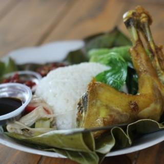 Nasi Timbel ayam goreng -  dari Dusun Bambu (Bandung Barat) di Bandung Barat |Bandung