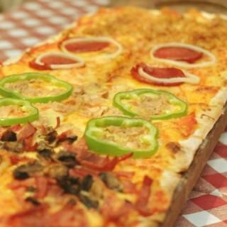 Pizza Metro - ในMenteng จากร้านPisa Kafe (Menteng)|Jakarta