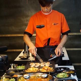 dari 八色韓式烤肉 一號旗艦店 (大安區) di  |Taipei