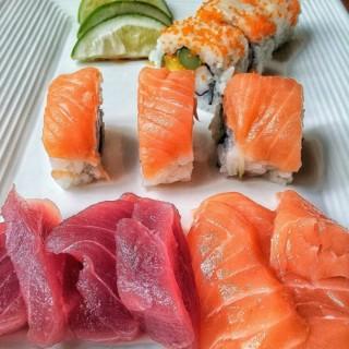 Various Sushi and Sashimi - 's Circles Event Café (Makati)|Metro Manila