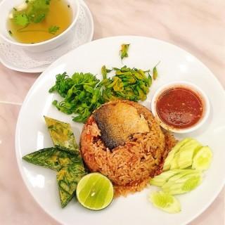 ข้าวน้ำพริกกะปิปลาทู Namprik Platoo Fried Rice -  dari Coffee Beans by Dao (คอฟฟี่ บีนส์ บาย ดาว) (ปทุมวัน) di ปทุมวัน |Bangkok