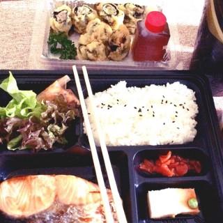 ชุดปลาแซลมอลย่างซีอิ๊ว (กลับบ้าน) -  อ.บางใหญ่ / Fuji Japanese Restaurant (ฟูจิ) (อ.บางใหญ่) กรุงเทพและปริมลฑล