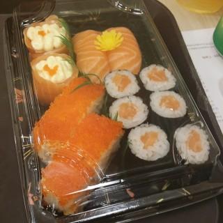 All salmon sushi -  Sengkang / umisushi (Sengkang)|Singapore