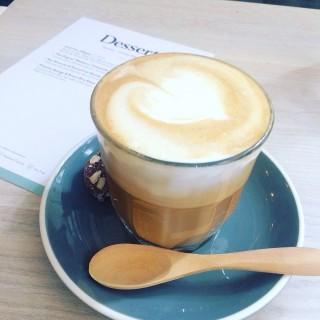 Latte with hemp milk - ใน中環 จากร้านGrassroots Pantry (中環)|ฮ่องกง