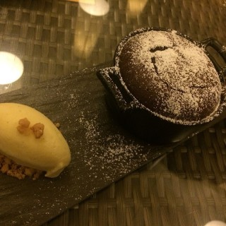 Molten Chocolate Lava Cake -  Raffles Place / The Pelican Seafood Bar & Grill (Raffles Place)|Singapore