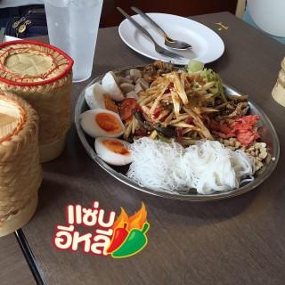 ตำถาด -  dari Tum Lae (ปทุมวัน) di ปทุมวัน |Bangkok