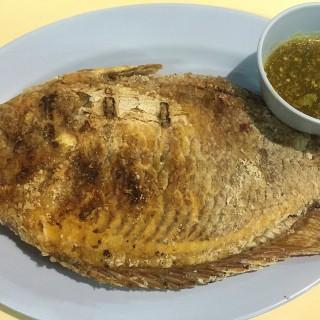 ปลาทับทิมทอด -  dari Zab One (ดินแดง) di  |Bangkok
