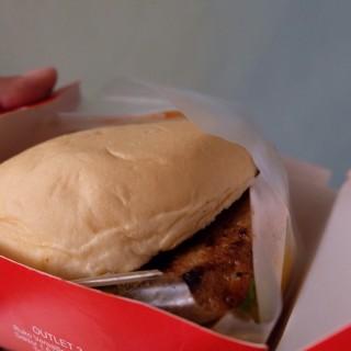Beef burger -  dari Blenger Burger (Kebayoran Baru) di Kebayoran Baru |Jakarta