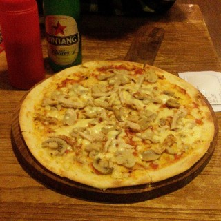 Classic Pizza IDR 25K - Central Semarang's Mr. K Cafe (Central Semarang)|Semarang