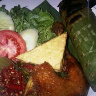 nasi timbel ayam panggang -  dari Kampung Daun Culture Gallery & Cafe (Lembang) di Lembang |Bandung
