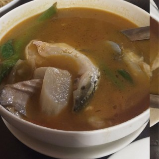 Sinigang na Ulo ng Salmon sa Miso - Diliman's Qubiertos Grill & Restaurant (Diliman)|Metro Manila