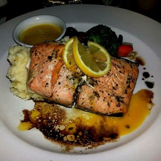 Baked Salmon - ในCentral Bus. Dist. จากร้านDilingers 1903 Steak and Brew (Central Bus. Dist.)|Metro Manila