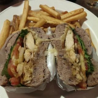 嫩烤雞胸肉三明治 - 位於中正區的N.Y. BAGELS CAFE (中正區) | 台北