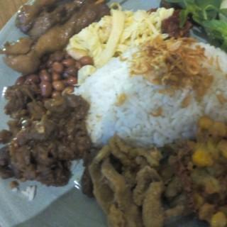 nasi uduk sate ayam -  dari Sate Khas Senayan (Kuningan) di Kuningan |Jakarta