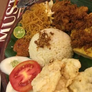 Nasi Campur  -  dari Dharma Kitchen (Thamrin) di Thamrin |Jakarta