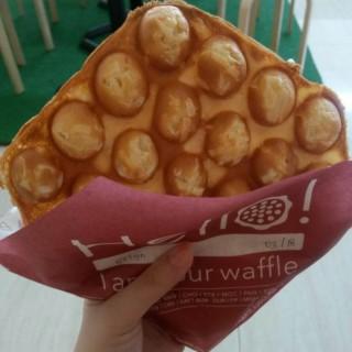 Vanilla Waffle With Almond n Cheese - ในSerpong จากร้านEggo Waffle (Serpong)|Jakarta