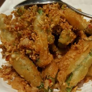 buncis goreng tepung dengan bawang putih - ในThamrin จากร้านThe Grand Duck King (Thamrin)|Jakarta