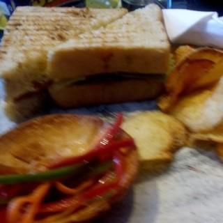 sandwich club - ในSenopati จากร้านPipiltin Cocoa (Senopati)|Jakarta