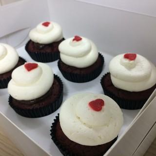Red Velvet Cupcake -  Arab Street / Fluff Bakery (Arab Street)|Singapore