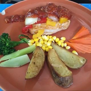 สเต็กไก่บาร์บีคิว   - Dusit's Kook Chom (Dusit)|Bangkok