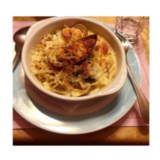 奶油乳酪海鮮義大利麵 -  dari 皮耶諾異國料理廚房 (東區) di 東區 |Tainan