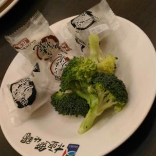 西北麻糬燒&花椰菜 -  dari 極鮮火鍋 (板橋區) di 板橋區 |New Taipei / Keelung