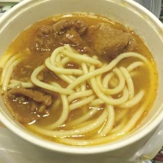 下午茶餐:火腿奄列,沙爹牛肉意粉,熱奶茶 - 位於的銀都冰室 (香港仔) | 香港