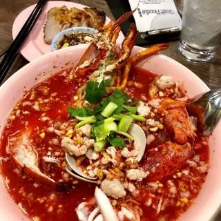 曼谷海鮮湯河及燒豬頸肉 - 位於旺角的泰麵膳 (旺角)   香港