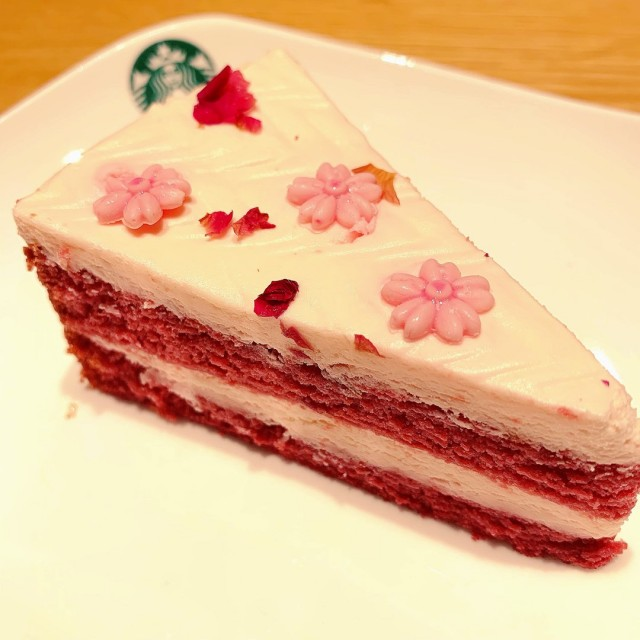 Strawberry Red Velvet Cake - Starbucks - 美國菜 - 淡濱尼 - 新加坡