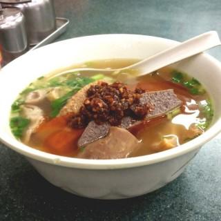 五香牛雜幼麵+自製辣椒油 - 位於銅鑼灣的潮興魚蛋粉 (銅鑼灣) | 香港