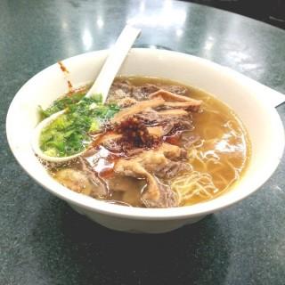 牛沙瓜幼麵+自製辣椒油 - 位於銅鑼灣的潮興魚蛋粉 (銅鑼灣) | 香港