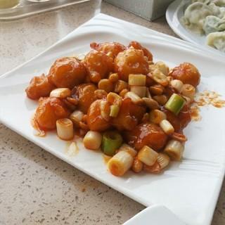宫保虾球 - 位於蘋果園的水萝卜饺子 (蘋果園) | 北京