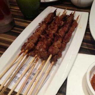 羊肉串 - ใน田林 จากร้าน耶里夏丽 (田林)|Shanghai
