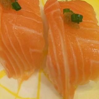 三纹鱼胡椒寿司 - ใน杨家坪 จากร้าน禾绿回转寿司 (杨家坪)|Chongqing