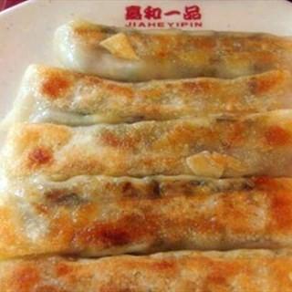 猪肉大葱的锅贴 -  dari 嘉和一品粥 (天通苑) di 天通苑 |Beijing