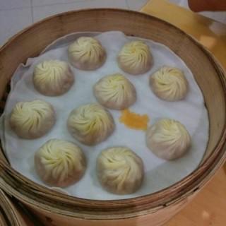 蟹粉小笼 - ใน陆家嘴 จากร้านDin Tai Fung (陆家嘴)|Shanghai