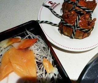 小闸蟹、刺身 - ใน天山 จากร้าน鑫海汇自助烤肉 (天山)|Shanghai