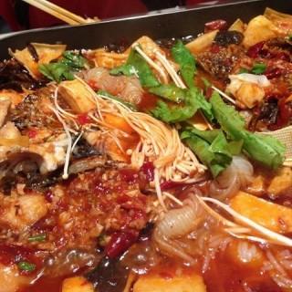 烤鱼 - 位於海淀區的江边城外巫山烤全鱼 (海淀區) | 北京