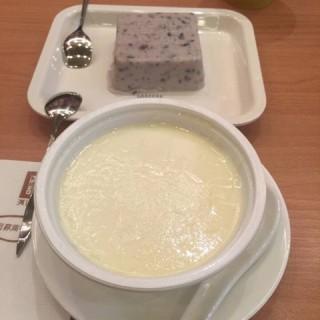 椰汁西米糕 - ใน中山公园 จากร้านhoneymoon dessert (中山公园)|Shanghai