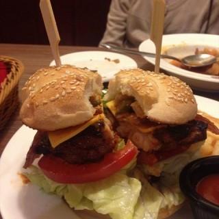 花生酱培根牛肉汉堡 - ใน八佰伴 จากร้านLAYA BURGER (八佰伴) Shanghai