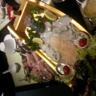 龍蝦,鮑魚刺身船 - 位於佐敦的金撈老鴨湯刺身火鍋專門店 (佐敦) | 香港