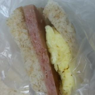 scramble egg with spam sandwich - 位於九龍灣的茜廊麵包 (九龍灣) | 香港