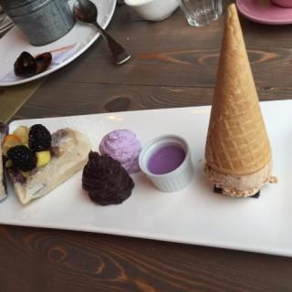 日式香芋麻糬窩夫伴香芋忌廉配雪糕(榛子味) - 位於中環的Espuma (中環) | 香港